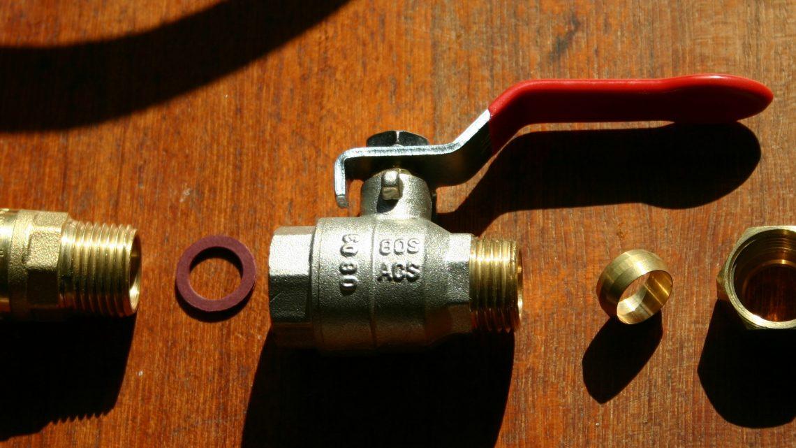 Comment installer une vanne d'arrêt sur tuyau cuivre ?