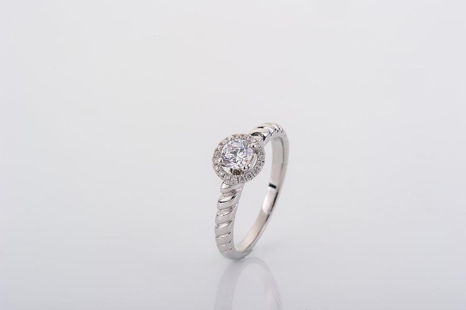 Les différentes formes de solitaire diamant
